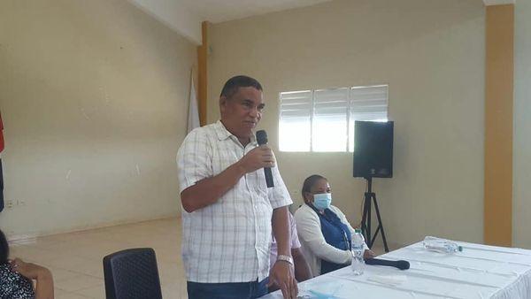 ALCALDE CHEO PAREDES ENCABEZA JURAMENTACION, CONSEJO DE DESARROLLO MUNICIPIO DE EL FACTOR.